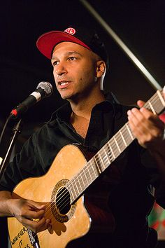 Happy birthday to Tom Morello, musician for Rage Against The Machine, Audio Slave, Prophets of Rage and several other bands! Acoustic Guitar Lessons, Guitar Songs, Guitar Chords, Rap Metal, Tom Morello, Stone Temple Pilots, Joan Baez, E Street Band, Rage Against The Machine