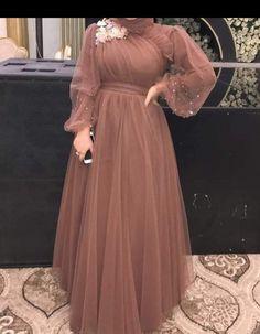 Modest Fashion Hijab, Muslim Fashion, Fashion Dresses, Hijab Dress Party, Hijab Evening Dress, Pakistani Dresses Casual, Indian Gowns Dresses, Stylish Dress Designs, Stylish Dresses