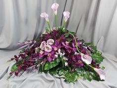 Vence, Center Table, Funeral, Flower Arrangements, Floral Wreath, Gardens, Wreaths, Flowers, Plants