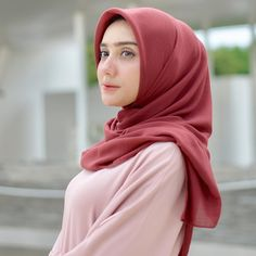 Arab Girls Hijab, Girl Hijab, Hijab Outfit, Beautiful Hijab, Young And Beautiful, Muslim Fashion, Hijab Fashion, Hijab Simple, Hijab Chic