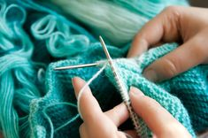 "podkins: "" ""Lots of Love"" Knit Baby Blanket Pattern Love this! A free knitted heart blanket pattern Cable Knitting Patterns, Baby Cardigan Knitting Pattern, Crochet Blanket Patterns, Knitting Stitches, Free Knitting, Knitted Flower Pattern, Knit Headband Pattern, Herringbone Stitch Tutorial, Knooking"