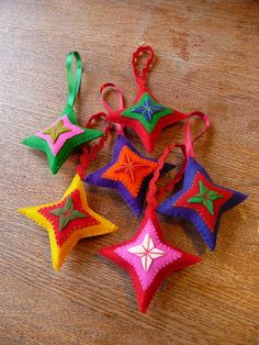 felt star ornaments - could be a fun night out for moms who want to learn simple hand sewing