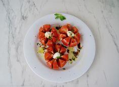 Tomates mozzarella Olives, Mozzarella, Salade Caprese, Menu, Bruschetta, Ethnic Recipes, Food, Dried Tomatoes, Balsamic Vinegar