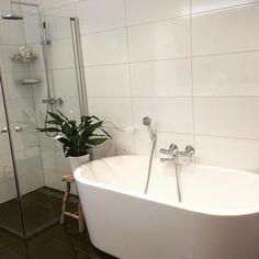 Hvem kunne tenkt seg badekar? Foto @juliegranlund #baderomsinspo #baderomsinspirasjon #badekar