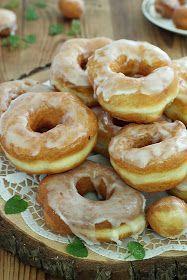 Oponki są lekkie jak puch, mięciutki nie można się od nich oderwać. Z mojej porcji wyszło 15 sztuk, ale można ją podwoić bo szybko się roz... Baking Recipes, Cake Recipes, Dessert Recipes, Easy Blueberry Muffins, Banana Pudding Recipes, Mini Donuts, Happy Foods, Polish Recipes, Sweet Recipes