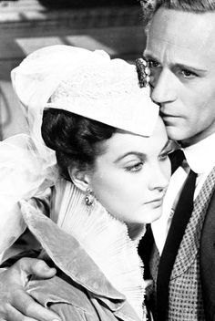 Vivien Leigh and Leslie Howard in a publicity photo for Gone With The Wind (1939).