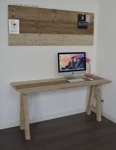 Super stoer bureau van steigerhout! Hoogte maat 70 cm.