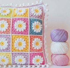 Transcendent Crochet a Solid Granny Square Ideas. Inconceivable Crochet a Solid Granny Square Ideas. Point Granny Au Crochet, Crochet Daisy, Crochet Home, Love Crochet, Diy Crochet, Crochet Crafts, Crochet Flowers, Crochet Projects, Yarn Flowers