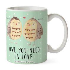 Tasse Eule Liebe aus Keramik  Weiß - Das Original von Mr. & Mrs. Panda.  Eine wunderschöne spülmaschinenfeste Keramiktasse (bis zu 2000 Waschgänge!!!) aus dem Hause Mr. & Mrs. Panda, liebevoll verziert mit handentworfenen Sprüchen, Motiven und Zeichnungen. Unsere Tassen sind immer ein besonders liebevolles und einzigartiges Geschenk. Jede Tasse wird von Mrs. Panda entworfen und in liebevoller Arbeit in unserer Manufaktur in Norddeutschland gefertigt.     Über unser Motiv Eule Liebe  Ganz…