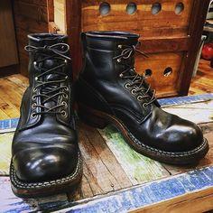 今日は天気が悪かったので、悪天候用の#ホワイツブーツ で。 防水加工のシリコンレザーは、美容師みたいな水仕事には、もってこいです。 #whitesboots #workboots #boots #ワークブーツ #ブーツ #エイジング #経年変化 #所沢 #所沢美容室 #美容室 #美容師