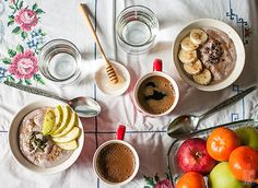 Raw buckwheat porridge with kefir, almonds, apples and blackberries | Sitno seckano