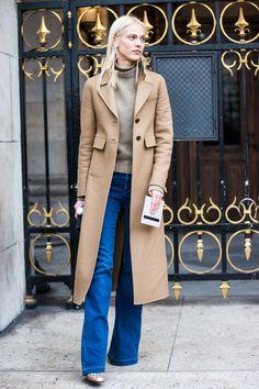 eda7911901f16 Street looks à la Fashion Week automne-hiver 2016-2017 de Paris. Manteau  CamelManteau ...
