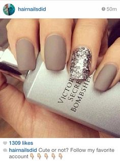 Love these matte #nails paired with a glitter accent!