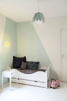 In children's sleeping areas, Brokis Memory suspensions by designer Boris Klimek break the rate imposed by the green and yellow color scheme. Bedroom Wall Designs, Bedroom Wall Colors, Boys Bedroom Decor, Kids Bedroom Furniture, Bedroom Styles, Girls Bedroom, Kids Room Paint, Kids Rooms, Room Interior Design