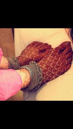 Latest Mehndi Designs for Legs on Happy Shappy. Browse 2000 latest designs for legs and feets online here Mehndi Desing, Legs Mehndi Design, Wedding Mehndi Designs, Mehndi Design Pictures, Beautiful Mehndi Design, Latest Mehndi Designs, Mehndi Images, Bridal Mehndi Designs, Leg Mehndi