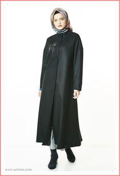 Yeni seonun en güzel tesettürlü kaşe kaban modelleri 2021 koleksiyonu. #armine #arminekaşekaban #tesettürgiyim #kaşekabanmodelleri #armine2021tesettürgiyimkaban #arminekapmodelleri2021 #arminekaşekabanmodelleri2021 #armineindirimliürünler Dubai Fashion, Kaftan, Model, Dresses, Vestidos, Scale Model, Kaftans, Dress