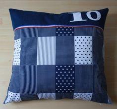 voorbeeld kussen ;donkerblauwe, patchwork ruit met letters en cijfers