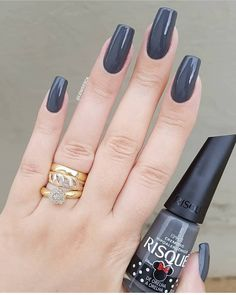 Prized by women to hide a mania or to add a touch of femininity, false nails can be dangerous if you use them incorrectly. Types of false nails Three types are mainly used. Perfect Nails, Gorgeous Nails, Pretty Nails, Fun Nails, Make Up Inspiration, Nails Inspiration, Nail Paint Shades, Gel Polish Designs, Nails Polish