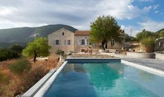 Villa Kalos is nestled on the beautiful Greek island of Ithaca, which once lay in ruin but has been returned to its former glory as a guest vacation house.
