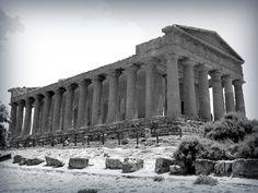 Tempio greco di Agrigento, Sicilia, costruito 2500 anni fa...