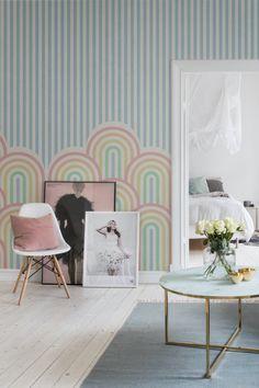 Papier peint, arc en ciel - Home Decora La Maison Ciel Rose, Colourful Living Room, Inspiration Boards, Beautiful Interiors, Decoration, Wall Murals, Accent Chairs, Rainbow, Wallpaper