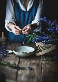 This rosemary simple syrup can be made with either honey or granulated sugar, and adds the most delicous floral and herbal hint to any beverage! Fall Recipes, Whole Food Recipes, Rosemary Simple Syrup, Photo Food, Clematis Vine, Kitchen Witch, Landscaping Plants, Make It Through, Beverages
