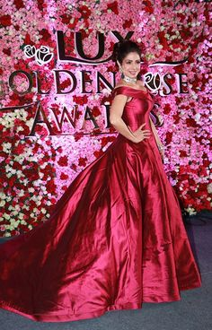 Katrina, Kareena, Deepika: The Best & Worst Dressed Bollywood Actors From Lux Golden Rose Awards 2017 Bollywood Actors, Bollywood Celebrities, Bollywood Fashion, Celebrity Wedding Dresses, Celebrity Weddings, Red Gowns, Awards 2017, Indian Beauty, Actors & Actresses