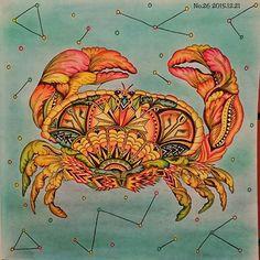 Instagram media mzc_cororin - いつかのアリスのように、海中のつもりが宇宙空間に飛ばされてしまったカニさん…❇ あ、でも待って。蟹座ってあるやん てことで、星座書いてごまかして。 カニの大旅行おわり笑。  #コロリアージュ #大人の塗り絵 #おとなのぬりえ #塗り絵 #不思議の国のアリス #アリス #coloriage #coloring #coloringbook #coloringforadult #color #coloredpencil #alice #aliceinwonderland #escapetowonderland
