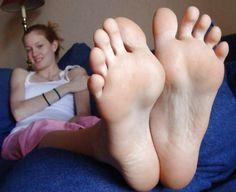 I Piedi nudi di alessandra #piedinudi #piedisexy #piedifemminili #piedini http://www.pepatissimo.net/2016/07/i-piedi-nudi-di-alessandra/