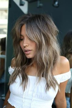 5 Fall Hair Color Trends You're About To See Everywhere - New Hair Design Fall Hair Colors, Cool Hair Color, Gorgeous Hair Color, Hair Color And Cut, Winter Colors, Hair Color Highlights, Hair Color Balayage, Brown Balayage, Medium Hair Styles