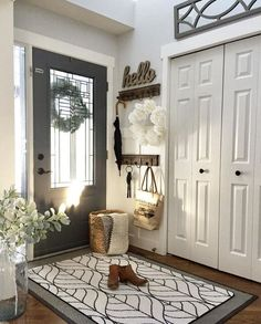 32 Amazing Elegant Furniture For Modern Farmhouse Living Room Decor Ideas. If you are looking for Elegant Furniture For Modern Farmhouse Living Room Decor Ideas, You come to the right place. Style At Home, Future House, Modern Farmhouse Living Room Decor, Farmhouse Style, Rustic Farmhouse, Farmhouse Furniture, Modern Room, Modern Rustic Decor, Decor For Living Room