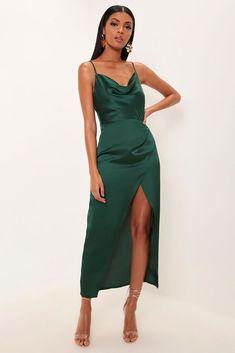 Emerald Green Satin Cowl Neck Maxi Dress - Source by manfredschlemm - Green Satin Dress, Satin Dresses, Ball Dresses, Long Satin Dress, Women's Dresses, Silk Formal Dress, Party Dresses, Summer Dresses, Grad Dresses