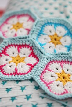 Pastel African flower crochet. Pattern here http://heidibearscreative.blogspot.ie/2010/05/african-flower-hexagon-crochet-tutorial.html