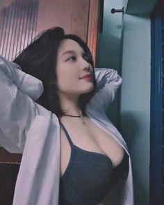 Beautiful Chinese Girl, Beautiful Asian Women, Cute Asian Girls, Cute Girls, Girl Pictures, Girl Photos, Prity Girl, Teen Girl Poses, Korean Girl Fashion