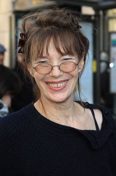 """Jane Birkin Photos - """"Je t'aime"""" singer Jane Birkin arrives at the Hermes Fashion show held at their brand new store in rue de Sevres as part of Paris Fashion Week. - Jane Birkin at the Hermes Fashion Show Gainsbourg Birkin, Serge Gainsbourg, Charlotte Gainsbourg, Jane Birkin Style, Becoming Jane, Lou Doillon, Glamour, French Actress, Aging Gracefully"""