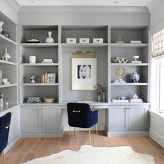Based on the latest home office decor trends, we've rounded up seven of our favorite workspaces for your own home office design inspiration. Office Built Ins, Built In Desk, Built In Shelves, Home Office Space, Home Office Design, Home Office Decor, Office Ideas, Office Designs, Ikea Office