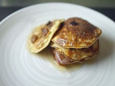A low calorie diet pancake recipe suitable for the 5:2 diet or paleo diet. Gluten free banana pancakes