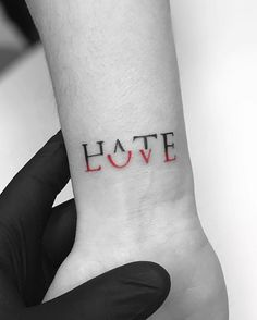 If you walk into a tattoo studio, you can easily see that there are virtually no limits to tattoo designs. and, as the work of a tattoo artist is much more than si Diy Tattoo, Amor Tattoo, Tattoo Art, Arm Tattoo Ideas, Rose Tattoo Ideas, How To Tattoo, Hana Tattoo, Couple Tattoo Ideas, Mini Tattoos