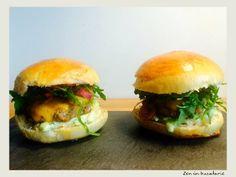 Burger de vita de la A la Z Salmon Burgers, Hot Dogs, Hamburger, Ethnic Recipes, Food, Meals, Yemek, Hamburgers, Eten