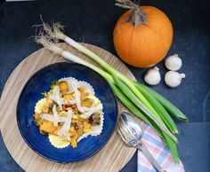 Ravioli aux légumes d'automne Ravioli, Table Decorations, Home Decor, Onion, Drizzle Cake, Herbes De Provence, Seasonal Recipe, Mushroom, Decoration Home