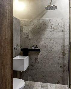 """114 gilla-markeringar, 6 kommentarer - Badrumsdrömmar (@badrumsdrommar) på Instagram: """"Perfekta små badrum i juramarmor (eller kalksten som det också kallas). Idag har vi spanat i…"""""""