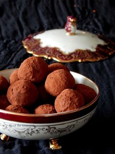 Food for thought: Τρουφάκια κάστανο Christmas Baskets, Sweet Recipes, Muffin, Ice Cream, Cookies, Chocolate, Breakfast, Desserts, Greek