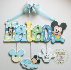 Regalos originales para bebé: ¡a mano y personalizados! www.facebook.com/... Painted Wood Letters, Wooden Letters, Baby Wall Art, Art Wall Kids, Foam Crafts, Diy And Crafts, Moldes Para Baby Shower, Baby Photo Frames, Baby Shower Souvenirs