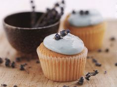 Make these Lavender & Honey Cupcakes for Easter... your guests will thank you! http://www.ivillage.com/easter-dessert-recipes/3-b-424583#434201