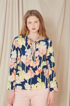 Venda Cacharel / 34137 / Tops, blusas e camisas / Blusa de seda Azul-marinho