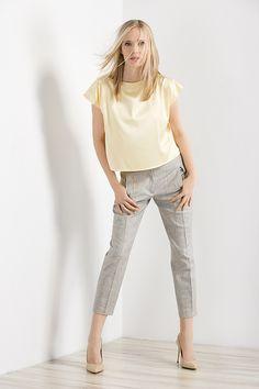 Sportowa elegancja - lniane spodnie i pastelowa bluzka. Sporty - classy linen pants and pastel shirt. http://www.bee.com.pl/e-sklep/