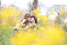 Engagement photos-love the flowers blurred out