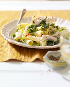 A bowl of creamy pasta with poached chicken, spring peas, leeks and spinach is exactly what you need for an easy dinner. Spinach Pasta Recipes, Creamy Pasta Recipes, Chicken Pasta Recipes, Delicious Magazine Recipes, Creamy Chicken Pasta, Poached Chicken, Weeknight Meals, Healthy Recipes, Ethnic Recipes