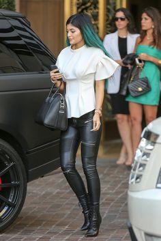 looks kylie jenner off duty moda celebridades Kylie Jenner Outfits, Kendall E Kylie Jenner, Trajes Kylie Jenner, Looks Kylie Jenner, Estilo Kylie Jenner, Jenner Girls, Kylie Jenner Style, Estilo Kardashian, Kardashian Style