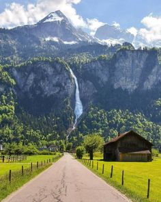 Interlaken, Switzerland - Travel tips - Travel tour - travel ideas Places To Travel, Places To See, Wonderful Places, Beautiful Places, Beautiful Beautiful, Beautiful Family, Landscape Photography, Nature Photography, Travel Photography